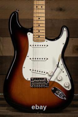 Fender Player Stratocaster, Maple Fingerboard, 3-Color Sunburst