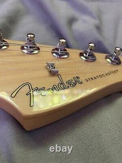 Fender stratocaster polar white, maple neck/fretboard (GREAT CONDITION)