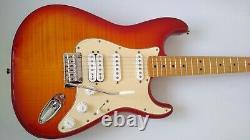 Fender Deluxe Stratocaster Hss Plus Haut Avec Connectivité Ios/usb Cherry Burst