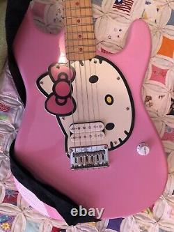 Fender Squire Stratocaster Affinité Bonjour Kitty Guitare Électrique