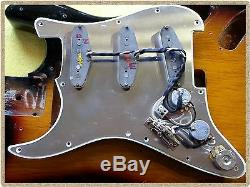 Fender Stratocaster Strat Pickguard Kit Entièrement Rempli De Câblage De Pick-up Complet
