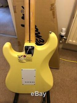 Fender Vintage Fsr'72 Stratocaster Blanc Made In Japan Cuisin Utilisé