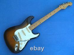 Import 1986-1987 Fender Japon St-54 Stratocaster 2ts & Nouveau Hard Case