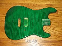 Mighty Mite Corps Fits Fender Stratocaster 2 3 / 16e Guitare Col Vert Flame Top
