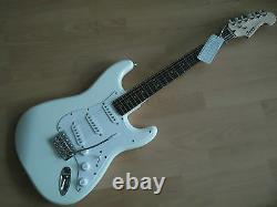 Squier Fendeur Stratocaster Arw Artic White, Chitarra Elettrica Nuova